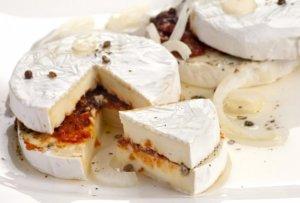 Nakládaný hermelín je oblíbený jedlý dárek