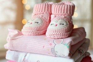 Oblečení je nejlepší dárek pro miminko