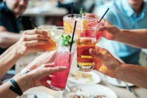 Alkohol je skvělý dárek k osmnáctinám